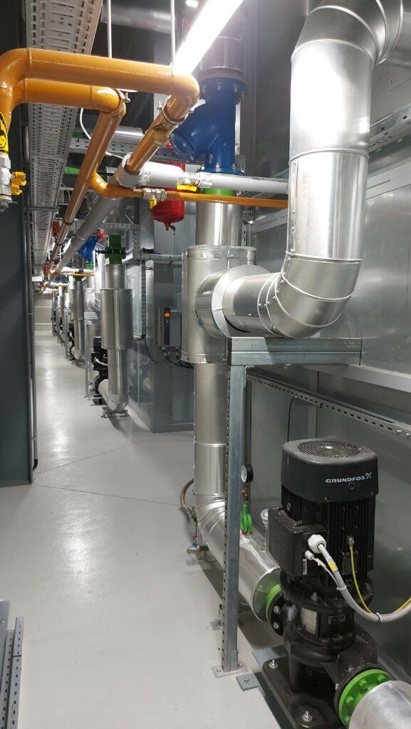 A győri létesítmény a kapcsolt technológia alkalmazásával, villamos energiát is termel.