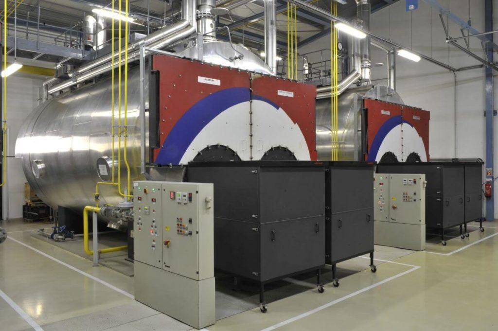 A kazincbarcikai zöldmezős beruházás során három gázmotort, valamint három forróvíz-kazánt építettek be.