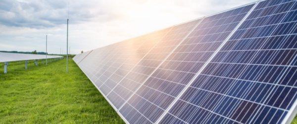 14, egyenként 495 kilowatt névleges villamos teljesítményű egységből álló nagykőrösi naperőműpark.